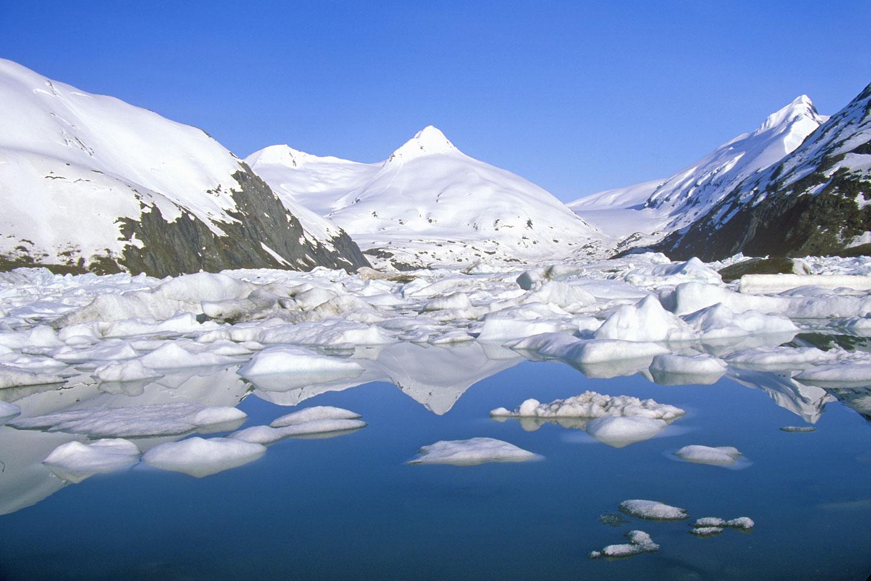 Portage Glacier e Portage Lake ritratti dalla Seward Highway, Alaska