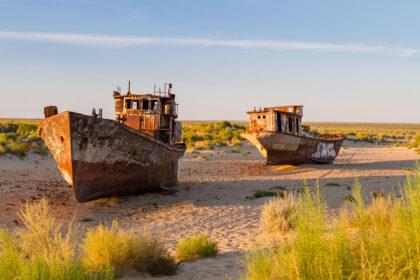 Uzbekistan Muynak Lago d'Aral cimitero navi